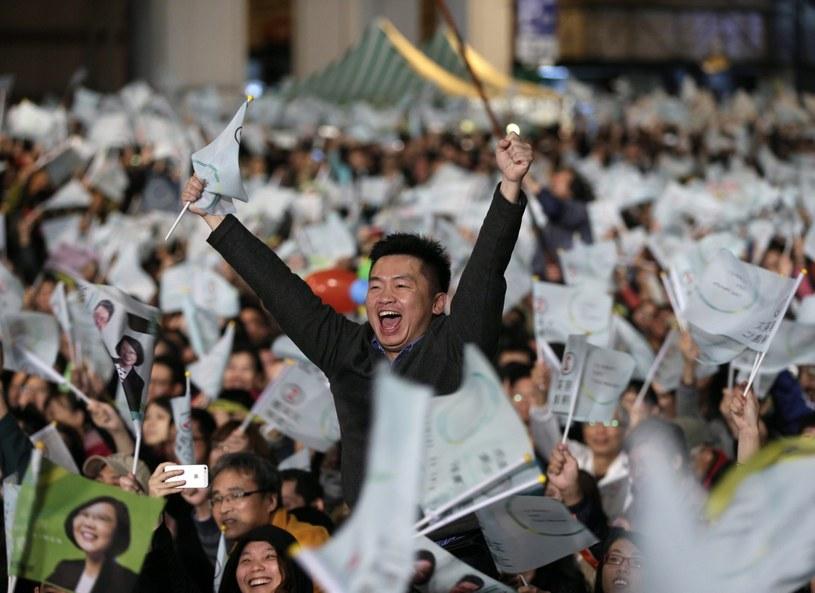 Wyborcy popierający Demokratyczną Partię Postępową świętują sukces /PAP/EPA