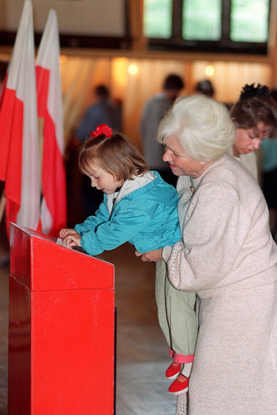 W niedzielę, 4 czerwca 1989 roku, odbyła się pierwsza tura wyborów do Sejmu i Senatu. Wzięło w niej udział 62 proc. uprawnionych do głosowania