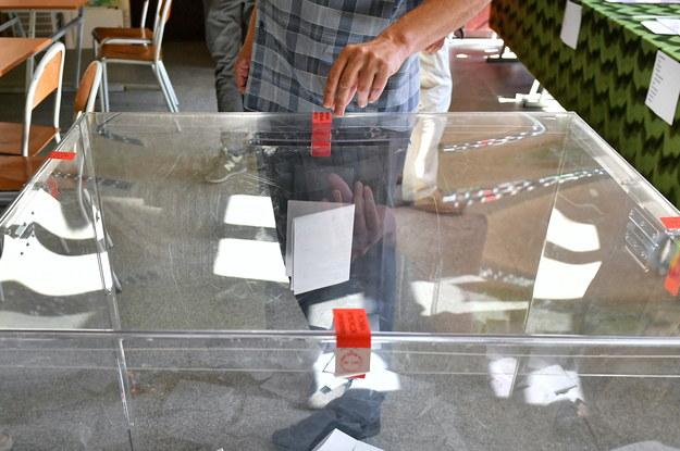 Wybory do Parlamentu Europejskiego 2019: głosowanie w lokalu wyborczym w Szkole Podstawowej nr 23 we Wrocławiu /Maciej Kulczyński /PAP
