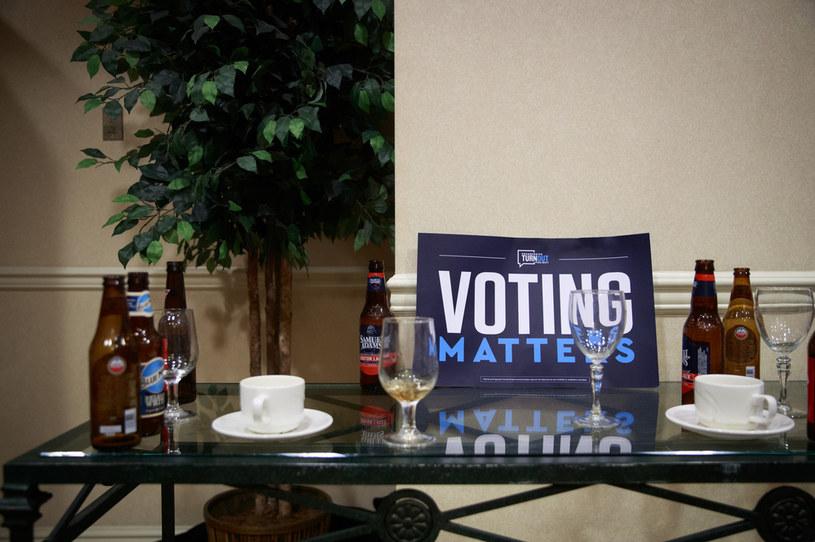 Wybory i alkohol, jak się okazuje, są nierozłączne (arch.) /AFP