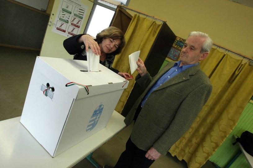 Wybory na Węgrzech odbędą się 8 kwietnia /AFP