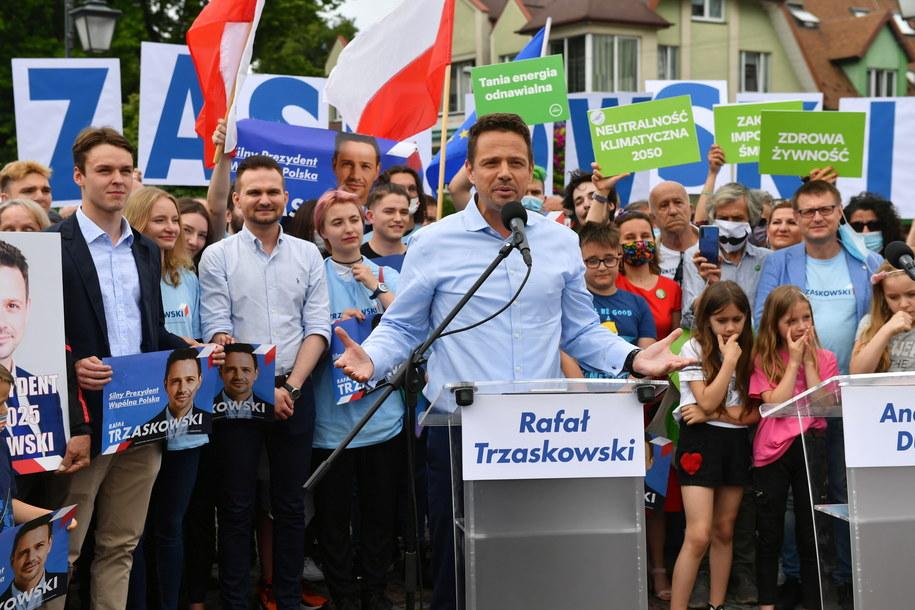 Wybory prezydenckie 2020. Rafał Trzaskowski podczas spotkania z wyborcami w Zgierzu /Grzegorz Michałowski   /PAP