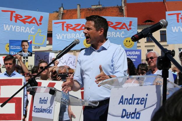 Wybory prezydenckie 2020. Rafał Trzaskowski podczas spotkania z wyborcami w Kaliszu /Tomasz Wojtasik /PAP