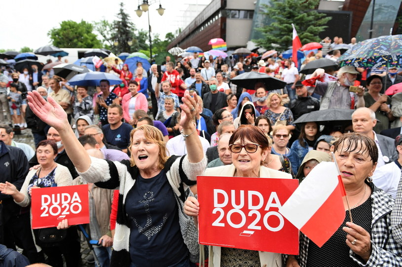 Wybory prezydenckie 2020. Wiec poparcia dla Dudy; zdj. ilustracyjne / Adam Warżawa    /PAP