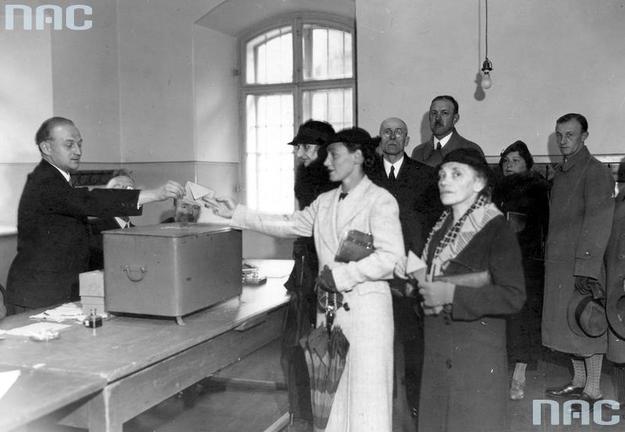 Wybory wygrał Bezpartyjny Blok Współpracy z Rządem /Z archiwum Narodowego Archiwum Cyfrowego
