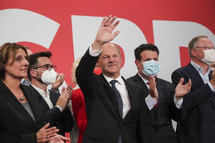 Wybory wygrała SPD, ale na pewno będzie musiała szukać koalicjanta /FOCKE STRANGMANN /PAP/EPA