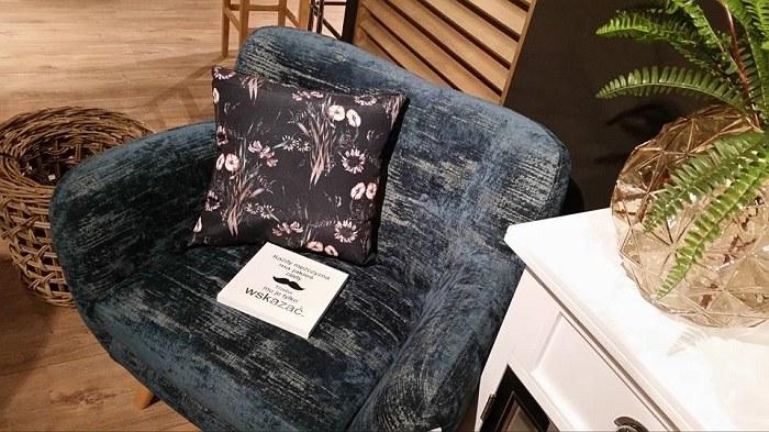 """Wybrać można fotele pasujące do siebie jak i zestawu wypoczynkowego lub z zupełnie """"innej bajki"""" /materiały prasowe"""