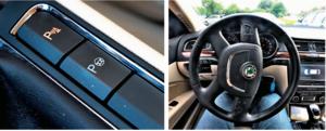 """Wybrane egzemplarze są wyposażone w system wspomagający parkowanie. Podczas wykonywania """"koperty"""" sam kręci kierownicą – prowadzący operuje jedynie gazem i nadzoruje proces. /Motor"""