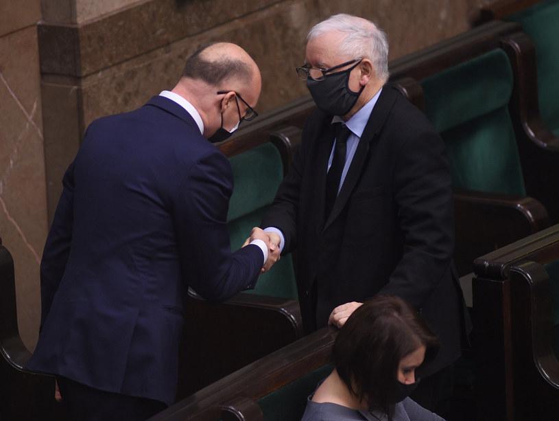 Wybrany przez Sejm nowy rzecznik praw obywatelskich Piotr Wawrzyk i prezes PiS Jarosław Kaczyński /Adam Chełstowski /Agencja FORUM