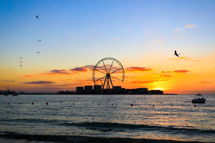 Wybrzeże Dubaju oferuje niezapomniane widoki i wprost tętni życiem /materiały prasowe