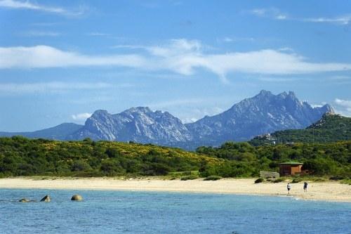 Wybrzeże Sardynii (zdjęcie ilustracyjne) /DEGAS Jean-Pierre /East News