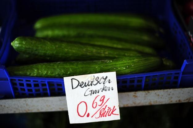 Wybuch epidemii spowodował nagły spadek sprzedaży warzyw i owoców /AFP