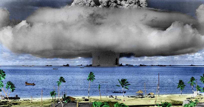 Wybuch na atolu Bikini. Zdjęcie współcześnie koloryzowane /AFP