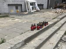 Wybuch w bytomskiej kamienicy: Mieszkańcy zapalają znicze przed budynkiem