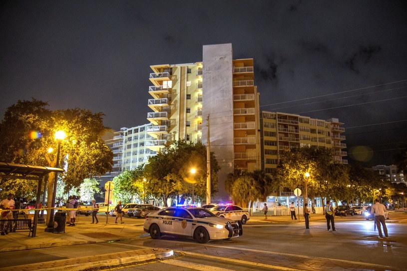 Wyburzono pozostałości apartamentowca w Surfside na Florydzie /CRISTOBAL HERRERA-ULASHKEVICH /PAP/EPA