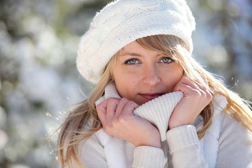Wychodząc na dwór, użyj kremu, który zabezpieczy twarz przed działaniem mrozu, wiatru i promieni UV /123RF/PICSEL