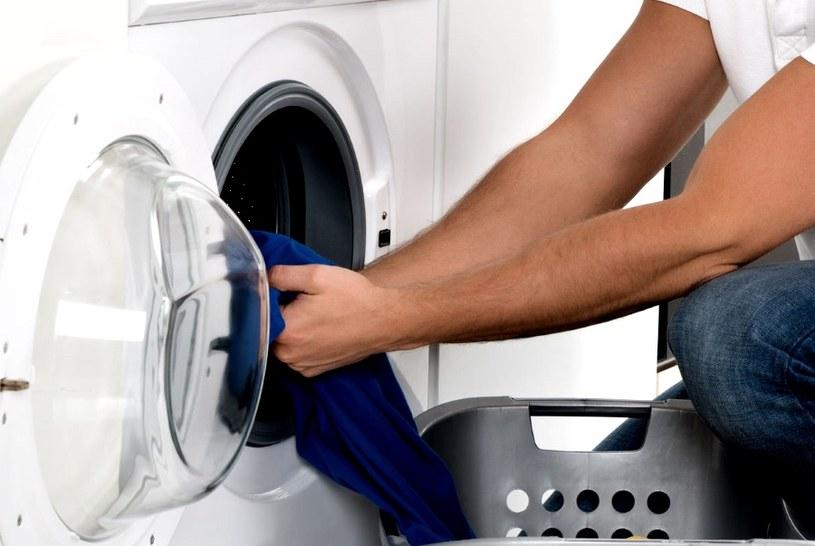 Wyciągaj odzież tuż po praniu /©123RF/PICSEL