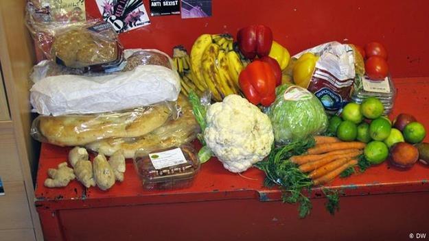 Wyciąganie żywności z kontenerów supermarketów jest obecnie karalne /©123RF/PICSEL