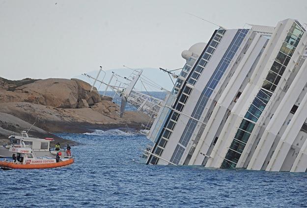 Wycieczkowiec Costa Concordia po wypadku /PAP/EPA