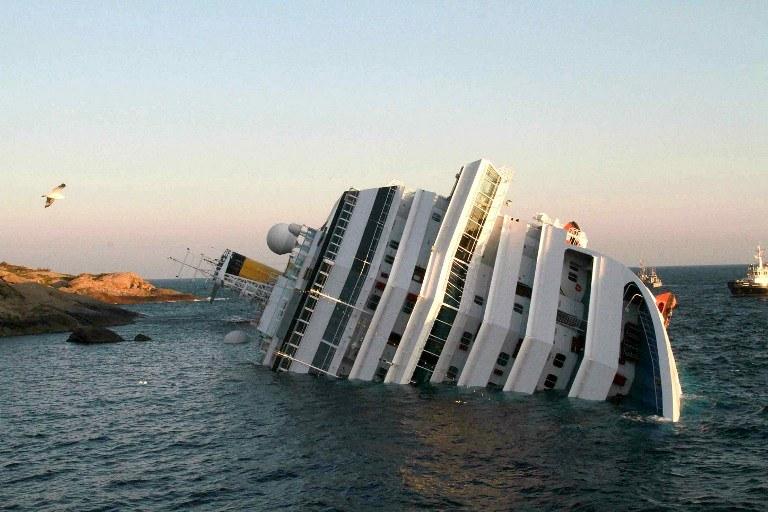 """Wycieczkowiec """"Costa Concordia"""" /AFP"""