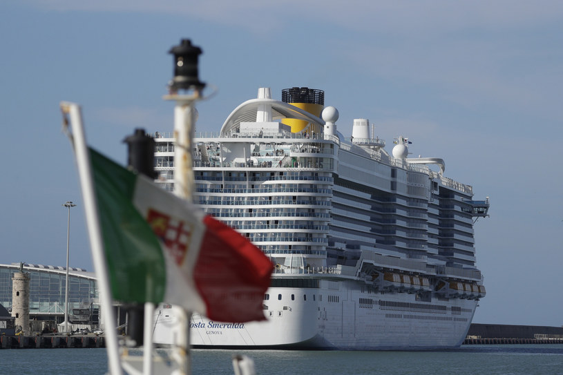 Wycieczkowiec nie może opuścić portu /AP/Associated Press /East News