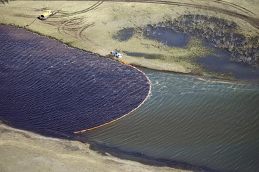 """Wycieki paliw, opuszczone kopalnie, """"fenolowe jezioro"""". Ekologiczny dramat w Rosji"""