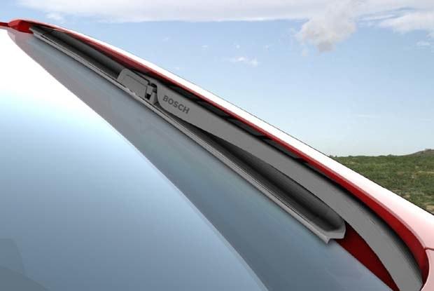 Wycieraczki Aerotwin w nowym Seacie Altea zostały ukryte w bocznych słupkach. Fot. Bosch / kliknij /INTERIA.PL