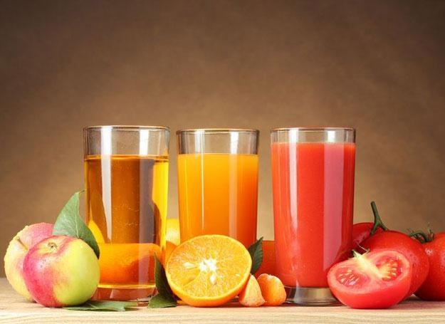 Wyciskane soki zachowują sto procent witamin i minerałów zawartych w owocach /poboczem.pl