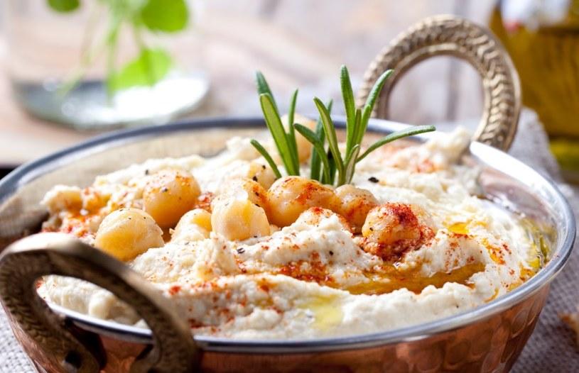 Wyczaruj apetyczny hummus /©123RF/PICSEL