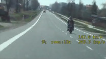 Wyczyny motocyklisty zarejestrowane policyjną kamerą