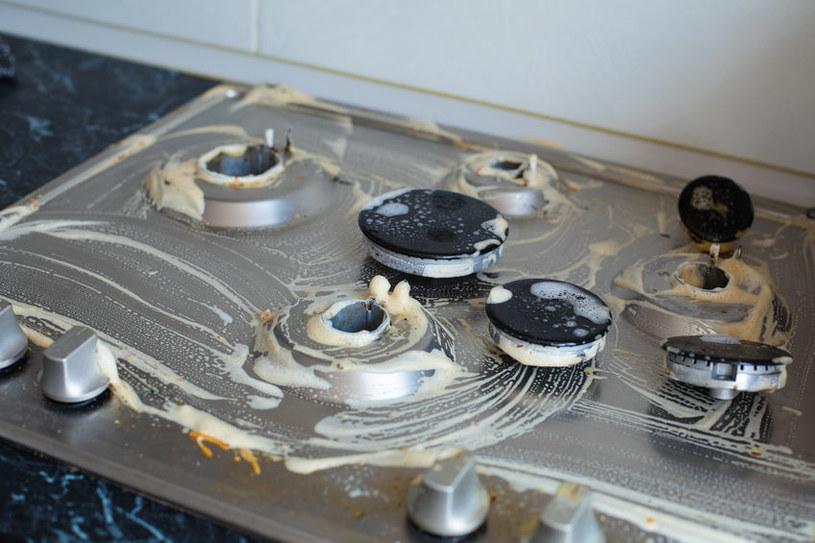 Wyczyść kuchenkę za pomocą sody oczyszczonej /123RF/PICSEL