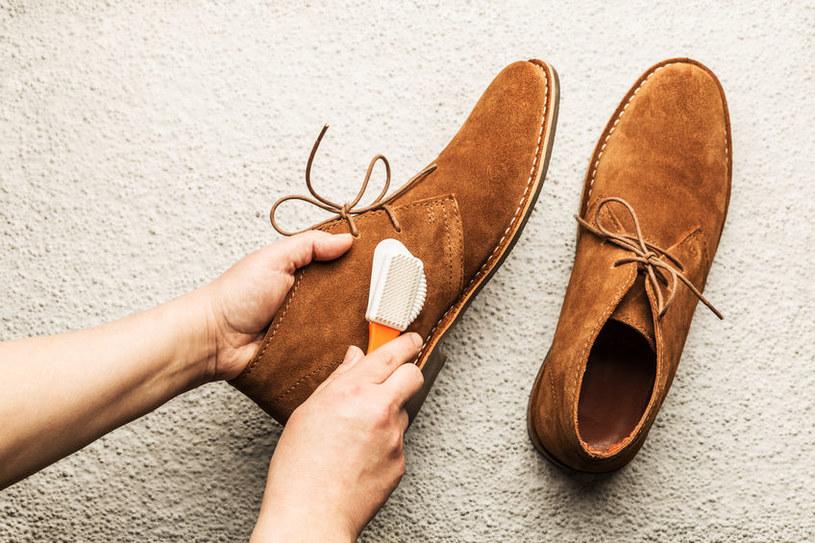 Wyczyść zamszowe buty /©123RF/PICSEL