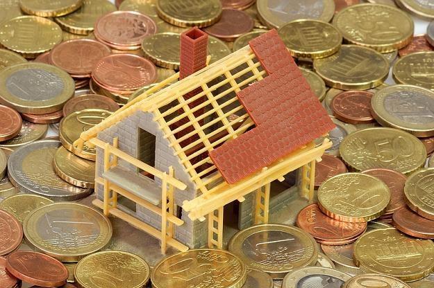 Wydaje się niemożliwe wyjść z banku wyłącznie z kredytem mieszkaniowym, bez dodatkowych produktów /© Panthermedia