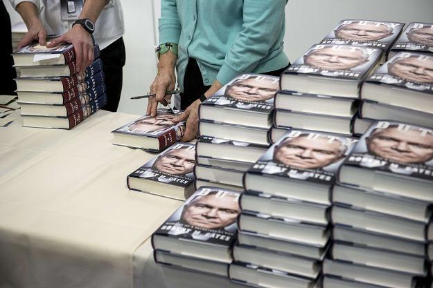 Wydawcy książek chcą stałej ceny na nowości! /AFP