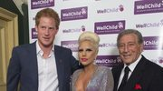 Wydekoltowana Lady Gaga pozuje z księciem Harrym!