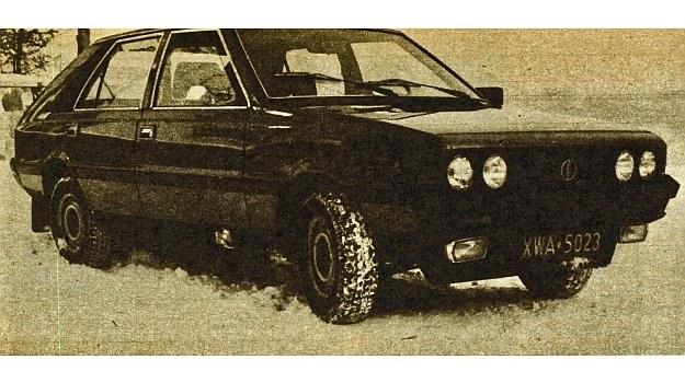 Wydłużony przód samochodu, obniżona linia pokrywy silnika, zmieniona krata wlotu powietrza oraz inny zderzak - to główne modyfikacje zewnętrznej bryły nadwozia. /Motor