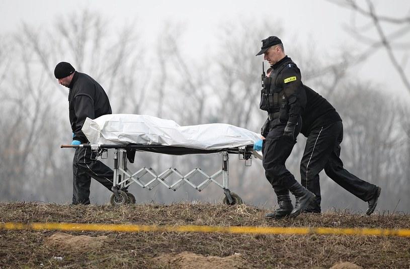 Wydobycie ciała z Wisły. /ANETA ZUREK / POLSKA PRESS /East News