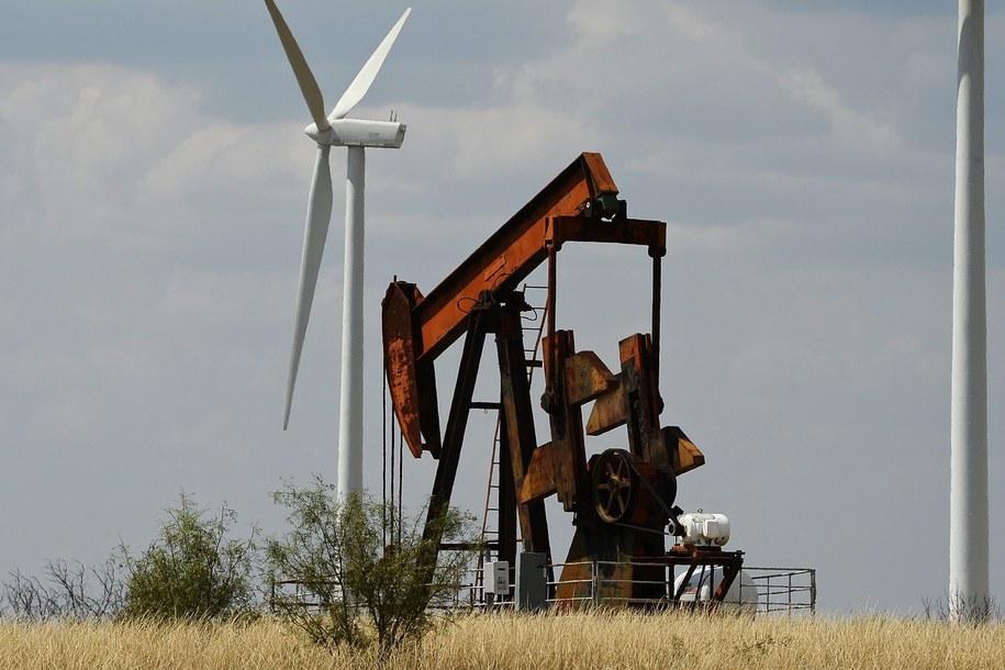 Wydobycie ropy w Teksasie /LARRY W. SMITH /PAP/EPA