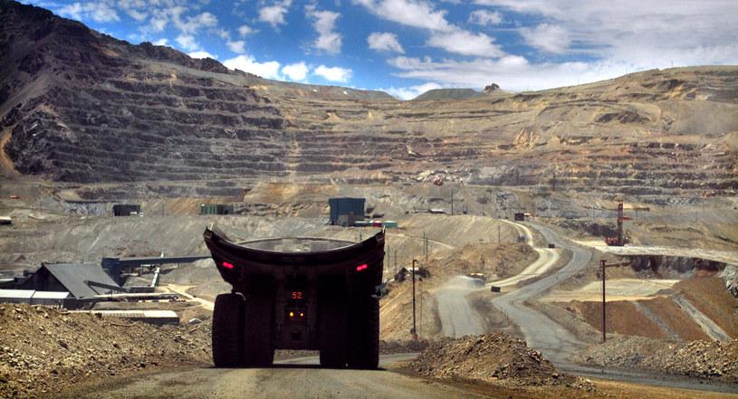Wydobycie wykorzystywanej w smartfonach miedzi prowadzi w Chile do otwierania nowych kopalni lub pogłębiania obecnych, które niszczą życie mieszkańców. /AFP