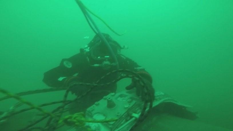 Wydobyto z morza wszystkie części rozbitego samolotu /PAP/EPA