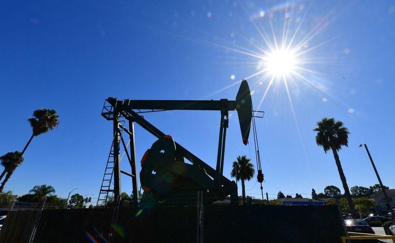 Wydobywanie ropy naftowej w Signal Hill w Kalifornii /AFP