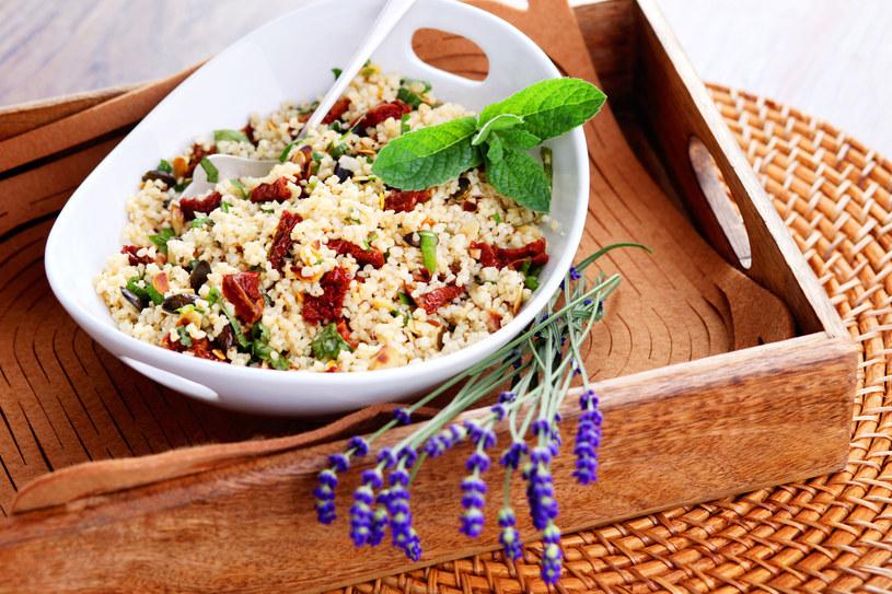 Wyeliminowanie pszenicy z diety wcale nie gwarantuje pięknej sylwetki /123RF/PICSEL