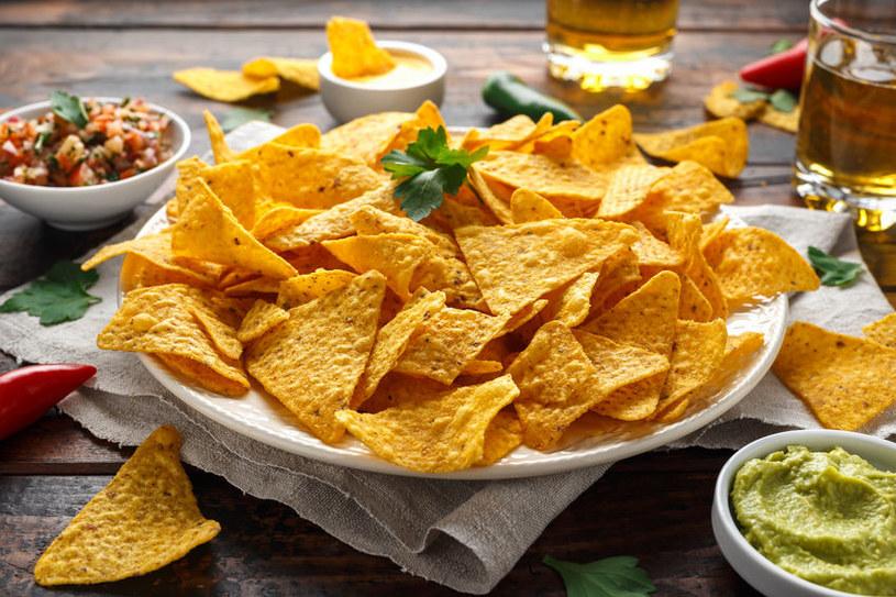 Wyeliminuj z diety sól i niezdrową żywność /123RF/PICSEL
