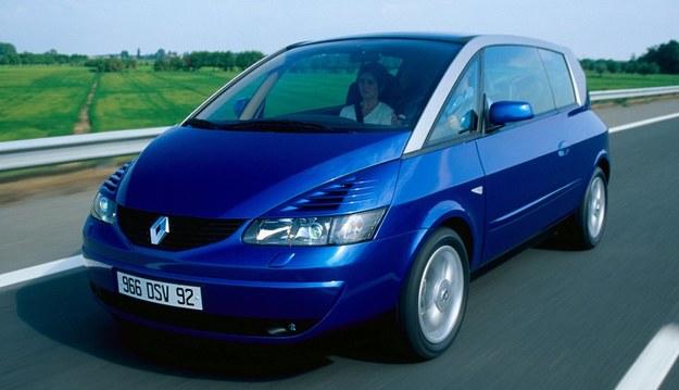 Wygląd Avantime praktycznie nie uległ zmianie w porównaniu z prototypem o tej samej nazwie, który poznaliśmy już wcześniej. Współczynnik oporu powietrza wynosi 0,34. Wycieraczki mogłyby chować się głębiej. /Renault