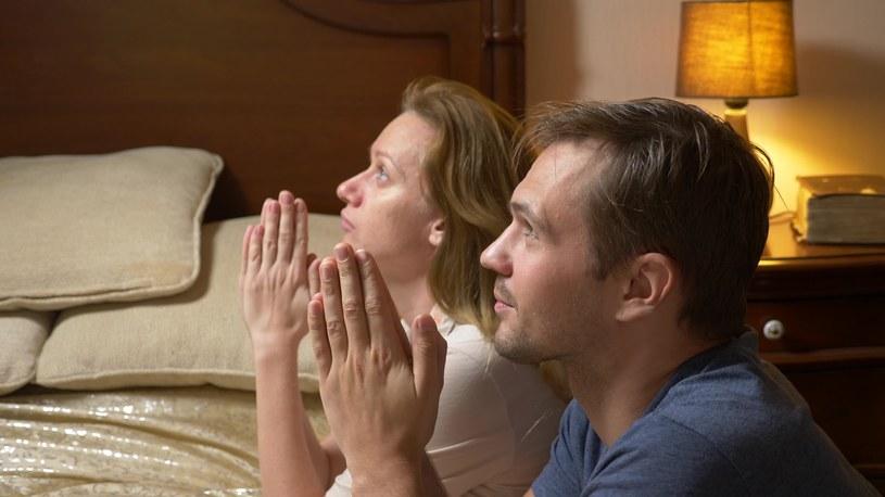 Wygląda na to, że wiara ma niewielki wpływ na życie intymne Polaków /123RF/PICSEL