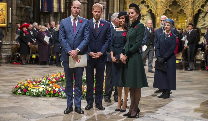 Wyglądają na zgodną, szczęśliwą rodzinę. Czy to tylko pozory? /Pool Daily Telegraph /East News