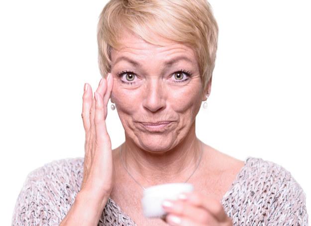 Wygładzenie skóry wokół oczu jest możliwe, nawet w domowych warunkach /123RF/PICSEL