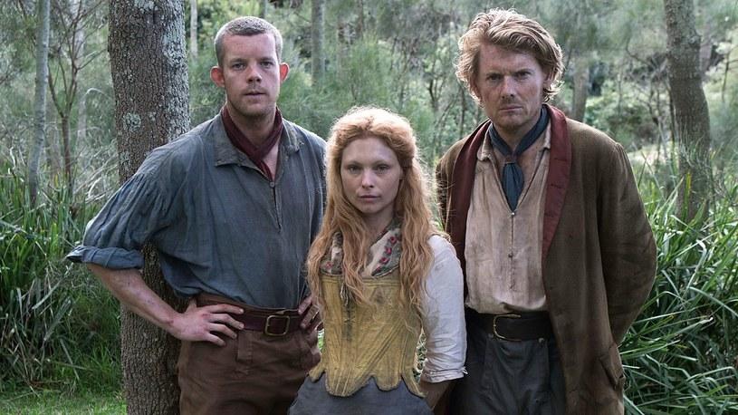 """""""Wygnani do raju"""": Wraz z bohaterami serialu przeniesiemy się do świata niewolników w XVIII-wiecznej Australii. W jednej z ró l znany z serialu """"Spojrzenia"""" Russell Tovey /BBC"""