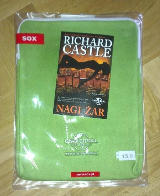 """Wygraj książkę """"Nagi żar"""" sygnowanej nazwiskiem Richarda Castle'a oraz skórkę do laptopa z logo Universal Channel. /materiały prasowe"""