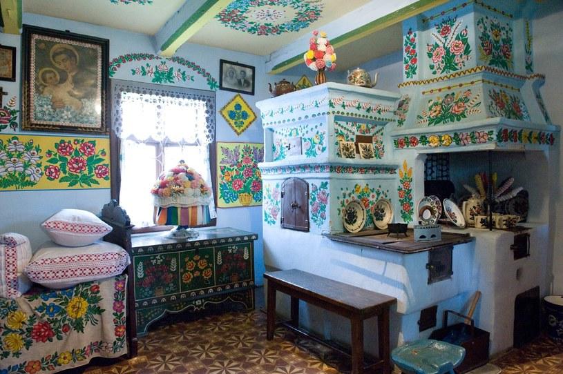 Wyjątkowe malunki przyciągają do Zalipia coraz więcej turystów /East News